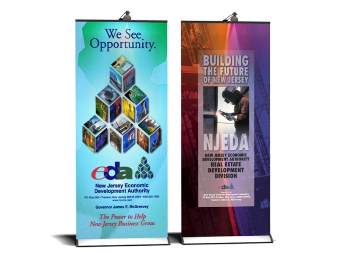 Expand QuickScreen 3 Retractable Banner Stand x2 33in Width with Lights